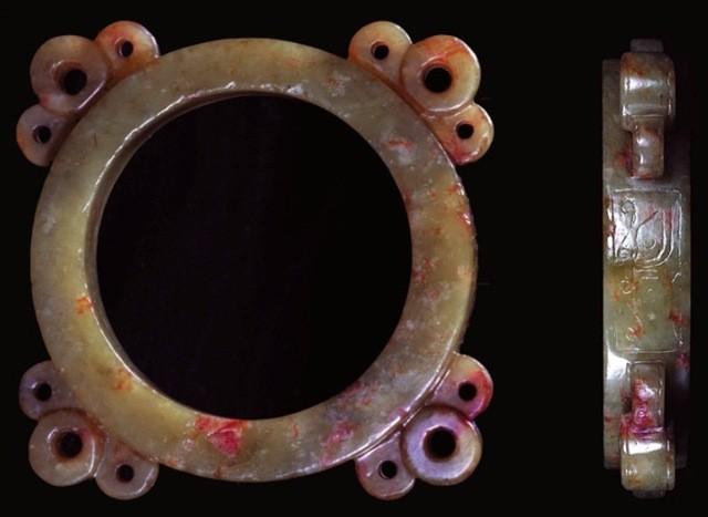 黃玉饕餮紋四聯耳玉還(Dragon Pattern Disk Ornament)