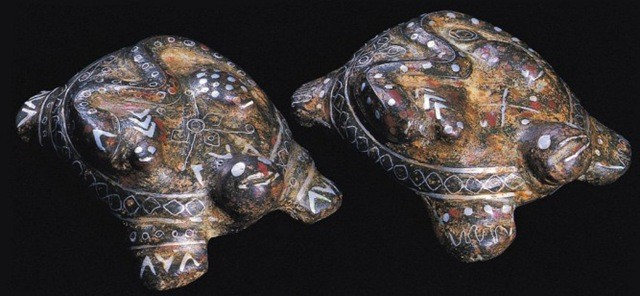 銅錯金銀鳳陽符玄武鎮(A PAIR OF BRONZE SILVER GILD INLAID TURTLES)