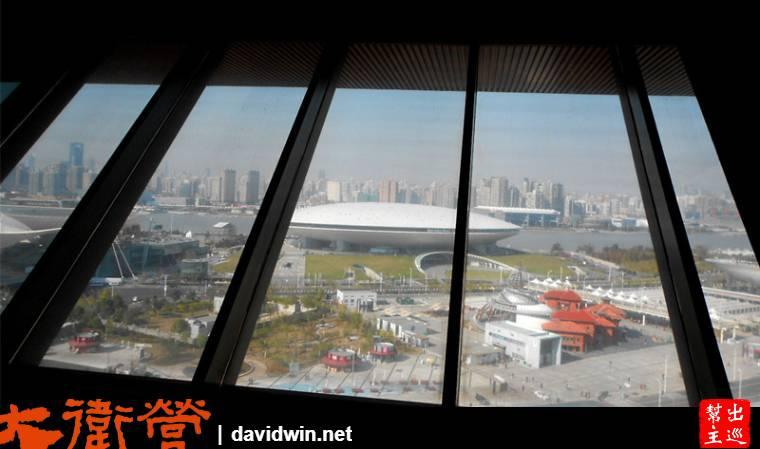 看到旁邊的飛碟造型的梅賽德斯奔馳文化中心