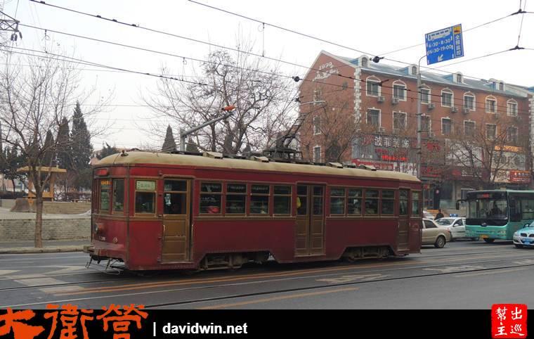 大連老電車繼續在馬路上行駛