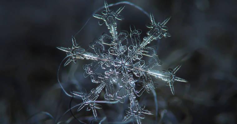 這裡的雪花。。。肉眼直接看就是完整的六角冰晶