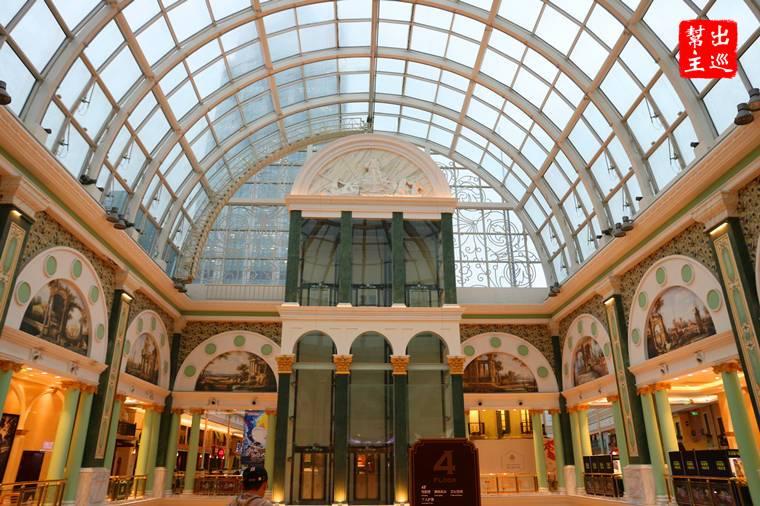 歐洲宮殿般的最大購物中心:上海環球港