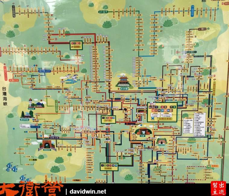 這張大大的公車地圖真得很震撼耶,也很詳細的列出了前往台南各景點可以使用的公車資訊