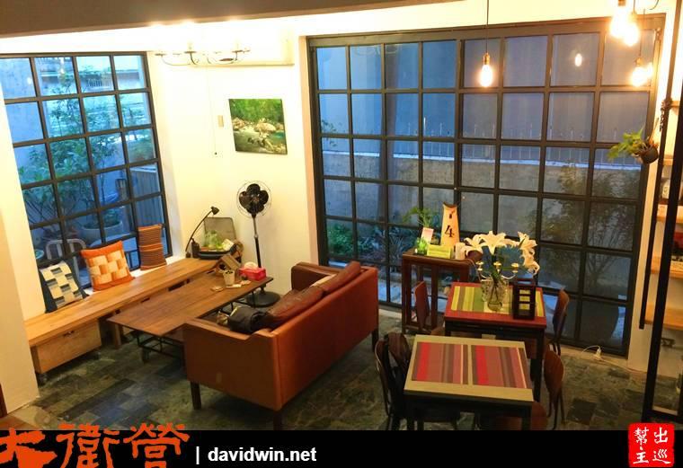 民宿一樓的大廳,設計師設計的空間有著小清新與復古氣息