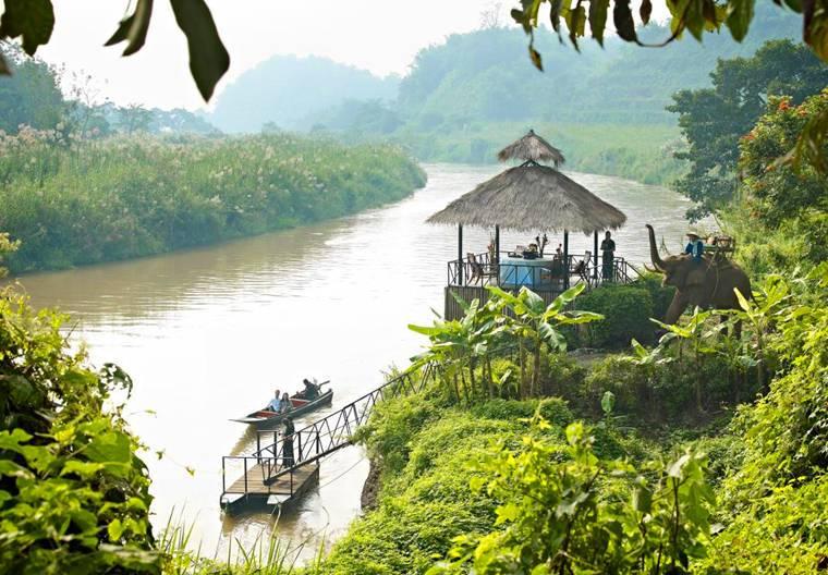 接機後搭船到大象營地,再由大象送你進酒店