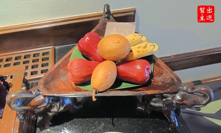 一大份的迎賓水果,那個蓮霧超好吃的
