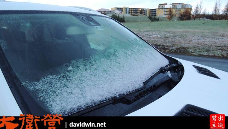 其實北方的冰島入夜後是很冷的,車窗上都結霜了