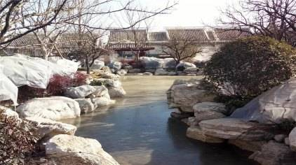 溫泉由日本溫泉大師海老沢宏設計,有12個私密湯苑、25個戶外泡池
