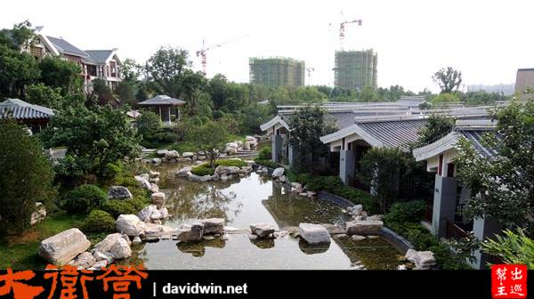 有獨棟的房間包廂,而且這裡的環境小橋流水,日式禪風