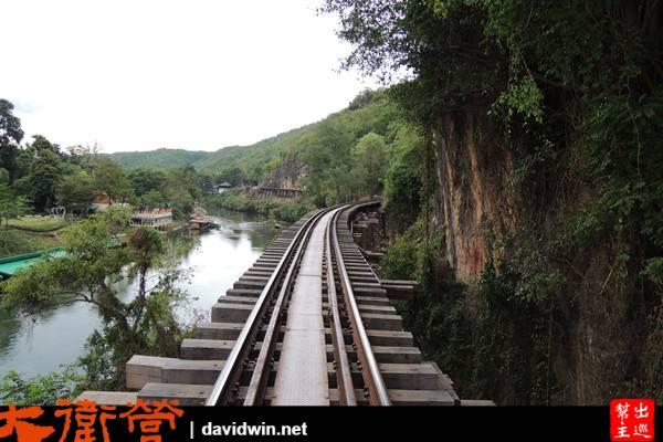 看完火車,現在我們可以放心的去走鐵道了!剛好走到下一站去