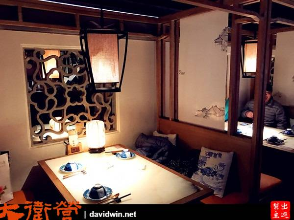 整個環境都營造成古代的杭州風情,座位也都是古色古香
