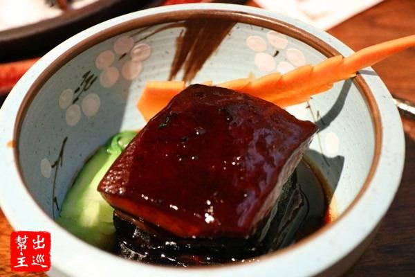 名聞遐邇的東坡肉無需多做介紹,杭州名菜之一