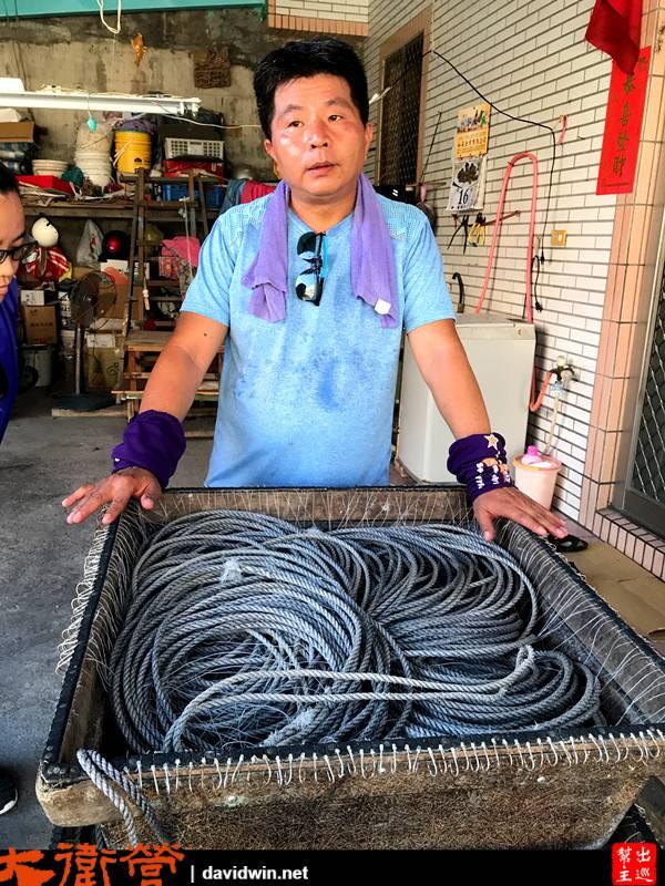 磺港漁民有的漁法之一,整串有220個漁勾,每一次回港都要慢慢的整理,將之恢復整齊