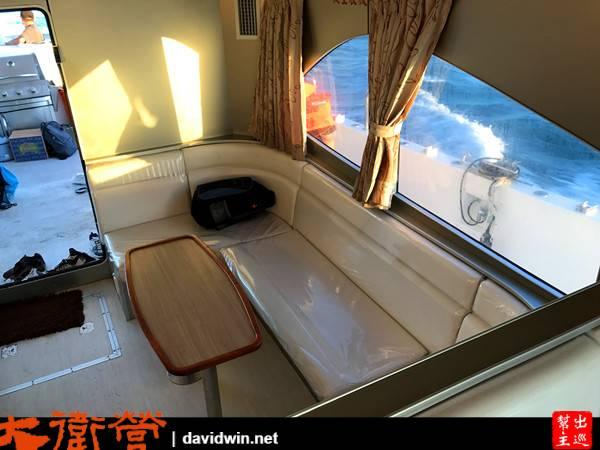 累了也可以進到船艙內休息,有冷氣唷,而且環境很棒