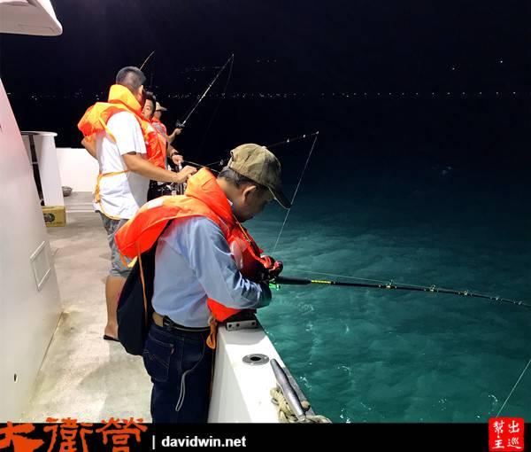 我們還要去海上釣魚,船長找了兩個漁場位置,讓大家體驗海釣的樂趣