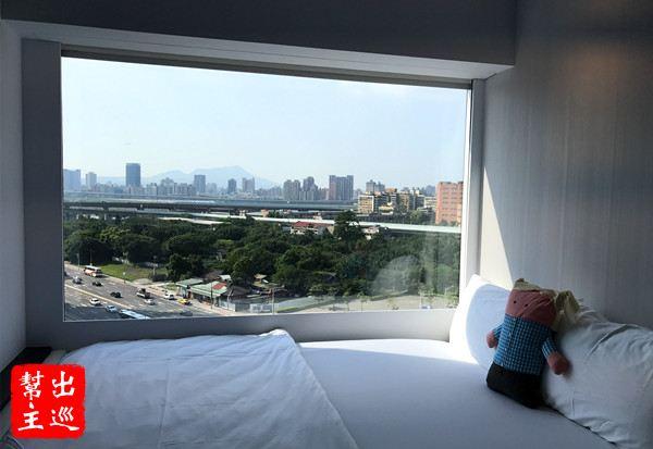 你一定會有貼著窗面的大床!可以最大面積的欣賞台北市景!