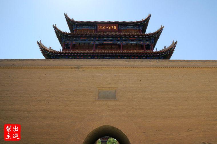 大大的『天下第一雄關』配合高聳的城牆,整個氣場超強大