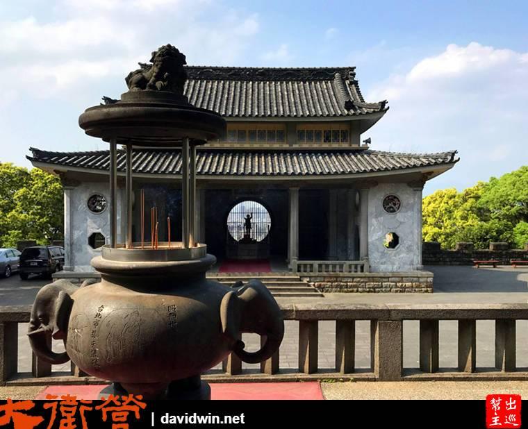 大殿前的香爐是大象的造型