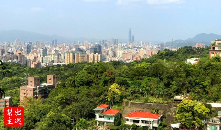 望向台北城市的景致,遠遠的台北101真的很高