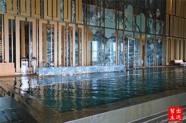 健身房與泳池都在35樓