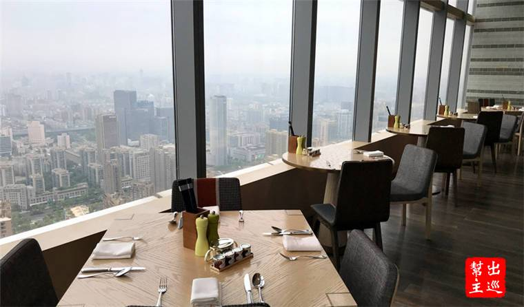 位在高樓層的餐廳,再度凸顯了絕佳的景觀