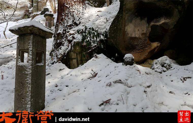 大雪覆蓋,連地藏王都只剩下頭可以露出