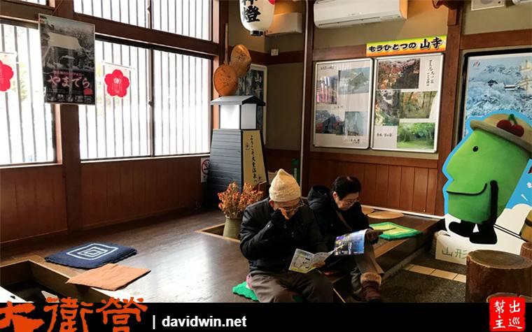 整個車站僅有一位工作人員值守,像極了台灣東海岸的小站