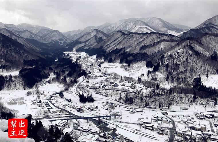 位在山間的日本小鎮,在大雪之中整個有著日本劇的感覺