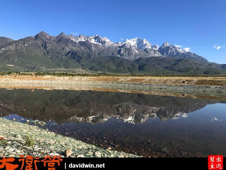 反映玉龍雪山的倒影,非常的美。