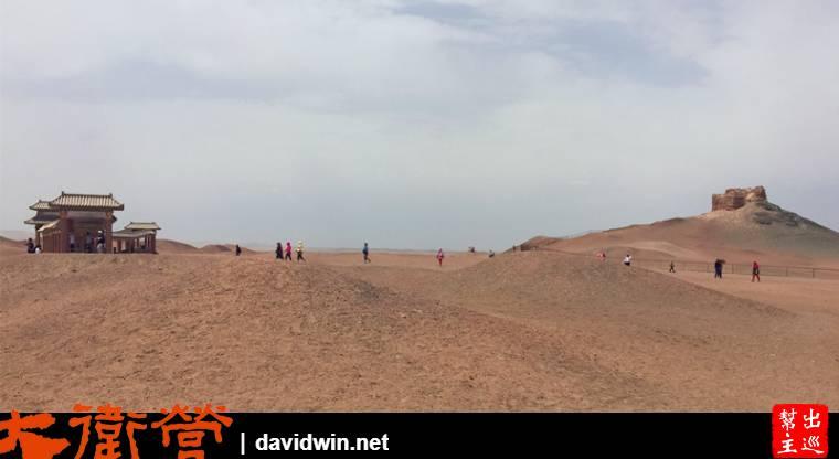 出了陽關之後就整個是大漠的風情了,一片沙地戈壁,畫面感很強烈
