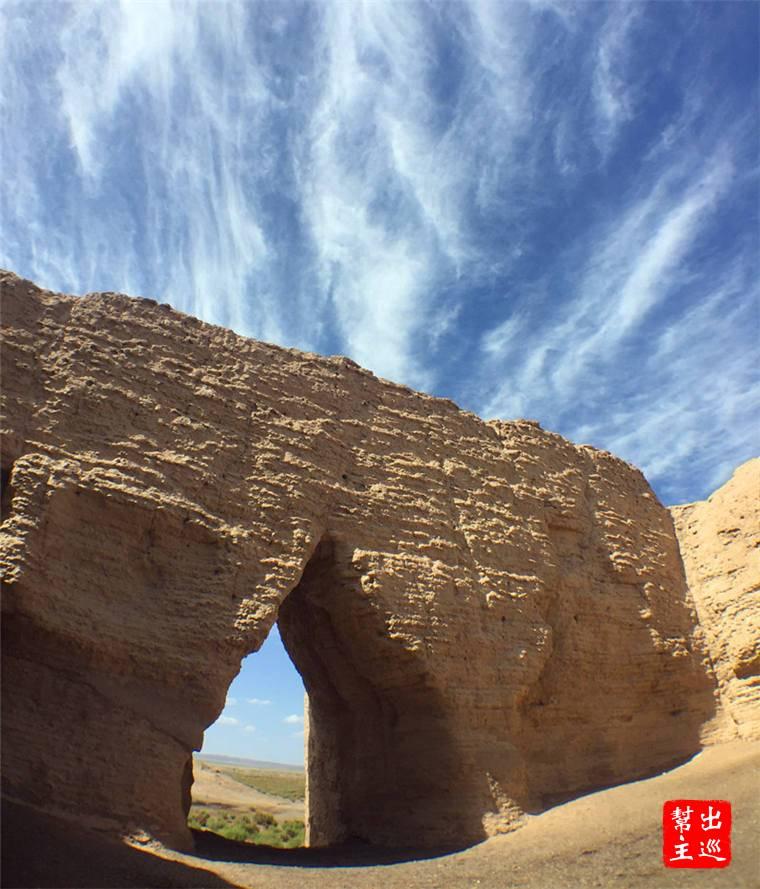 四個城門都依舊存在,想想這座城關(土堆)在大漠風沙之中屹立2000多年
