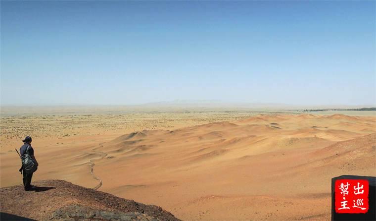 面對著一片荒漠