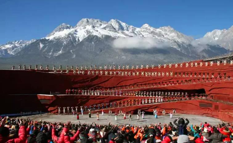 知名的演出『印象麗江』就是在山裡演出的