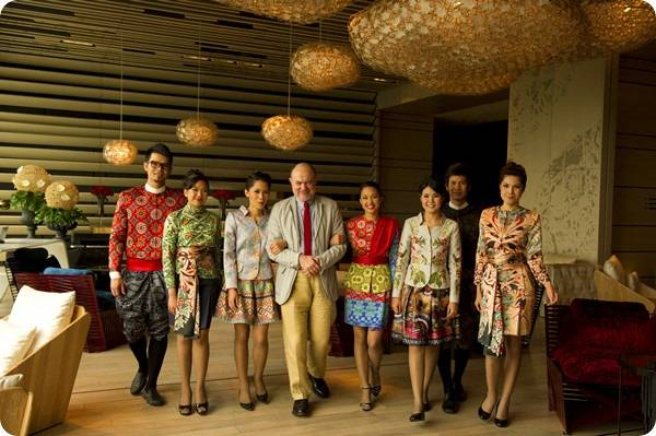 服裝同時結合了泰國風格與世界潮流,這些服務人員隨時穿梭在你身邊,真的可以說設計感無處不在