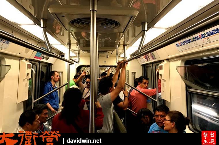 墨西哥地鐵列車內部