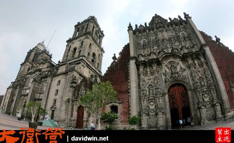畫面右邊這座教堂開始看起,它是『Sagrario Metropolitano