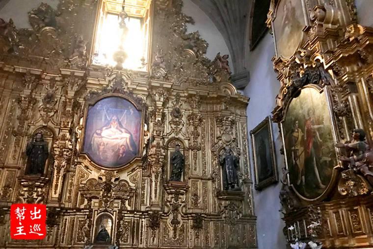 巡禮教堂內部時,不妨多留意聖器室的壁畫,這裡有名畫師Juan Correa和Cristóbal de Villalpando的作品