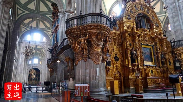 主聖壇,這裡有兩座大風琴