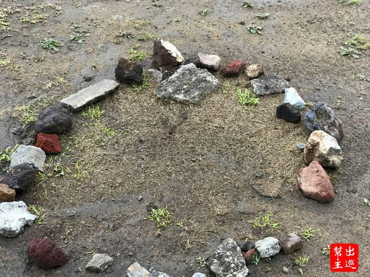 會圈起來是因為這裡是『紅火蟻』的巢穴,你一旦驚擾到他們,可是會傾巢而出的
