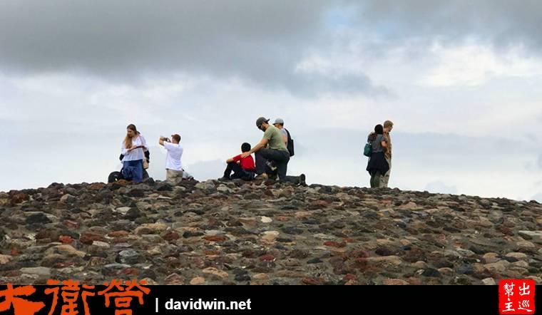 太陽金字塔爬到最頂端的地方,聽說這裡可以吸收日月精華