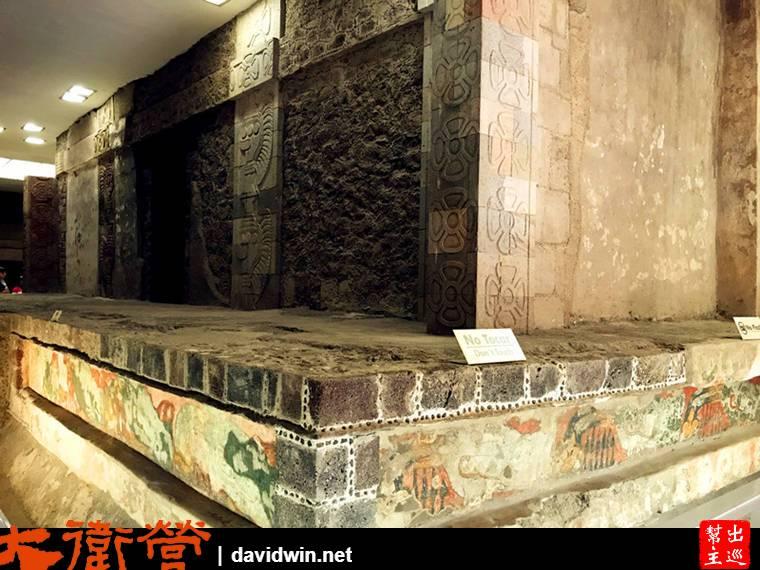 地表下方也有類似祭壇的建築體