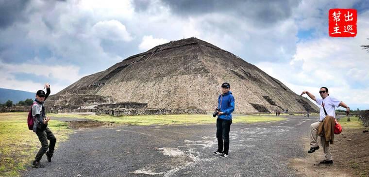 世界第三大的金字塔,如果不用超廣角的相機都難以拍下全貌