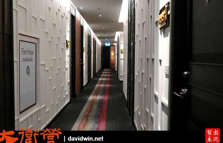 這層樓的光源、牆體設計都跟其他樓層不同