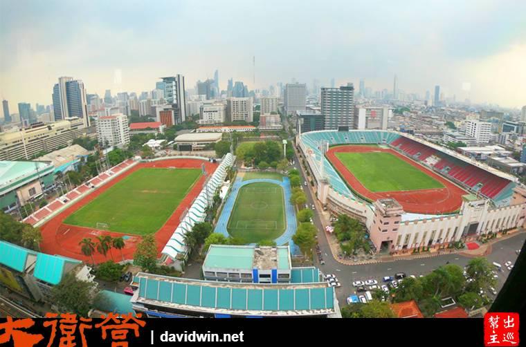 酒店高樓層的窗外實景,可以清楚的看到國立體育館的三座球場