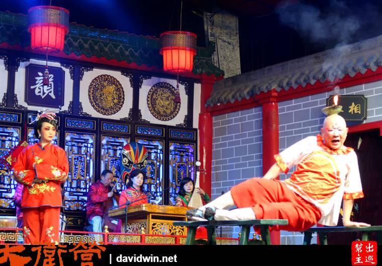 『滾燈』是川劇小丑的經典作品