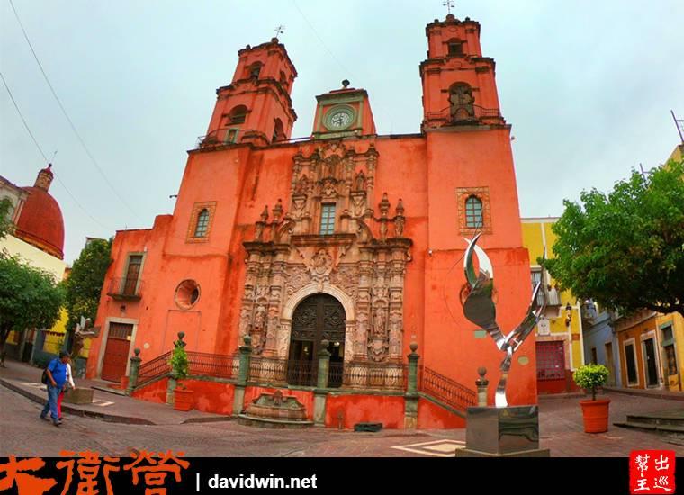 彩色山城瓜納華托Guanajuato街道教堂