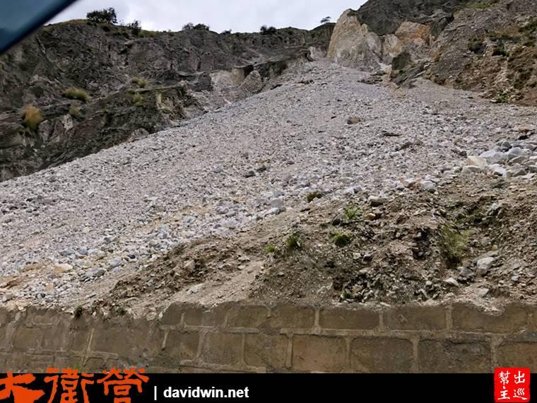 山體滑下的落石,真的很嚇人