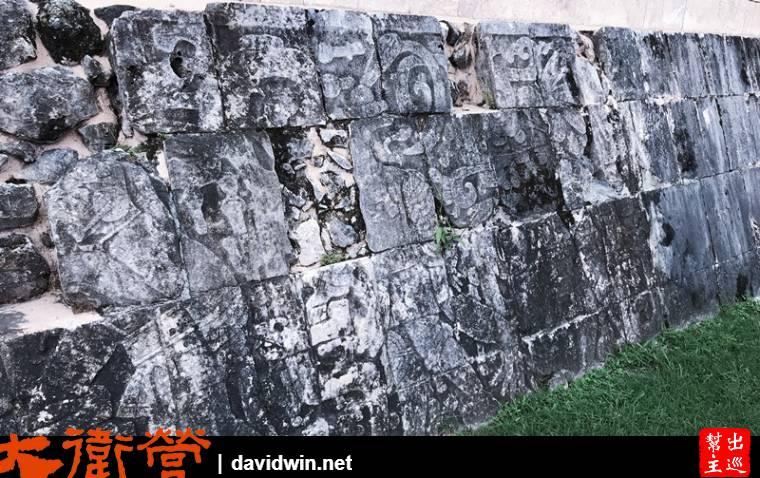 遺址周邊的石牆都有珍貴的原始圖騰
