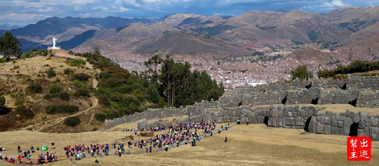 知名的印加文明遺址,最奇特就是由巨石堆砌出來的Z字型城牆