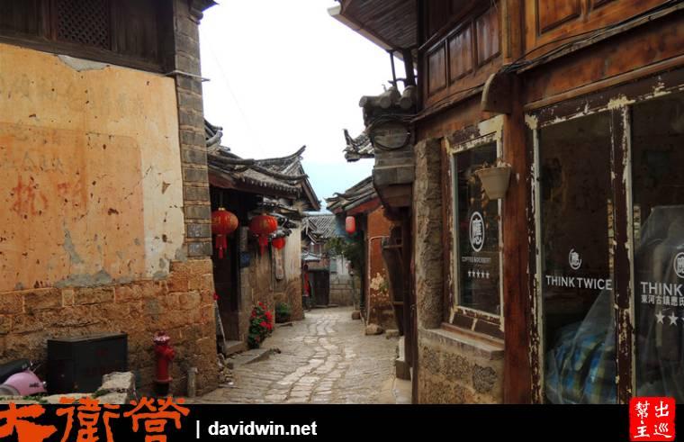 束河古鎮的感覺更閑適安靜些,現在許多遊客也都捨大研古鎮改住在束河古鎮